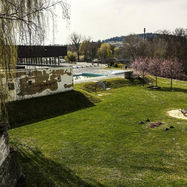 Obrázek kčlánku Plavecký bazén vPísku jako předmět politického boje?